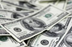 Dólar sobe mais de 2% depois de anúncio de fim de intervenções cambiais