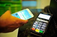 Chega ao Brasil tecnologia que permite o pagamento de compras em lojas físicas por meio de smartphones (Marcello Casal Jr/Agência Brasil)