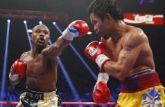 Terceiro e quarto assaltos foram os mais quentes da luta (Steve Marcus / Reuters)