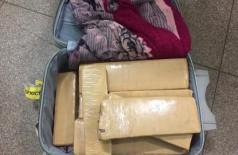 Adolescente é apreendida com 20 quilos de maconha dentro de mala em aeroporto
