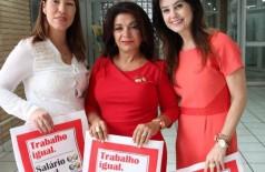 No meio está Eliane Toniasso, coordenadora do Projeto Trabalho Igual. Salário Igual (Divulgação)