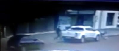 Vídeo mostra o momento em que empresário foi sequestrado em Dourados nesta manhã (Reprodução)