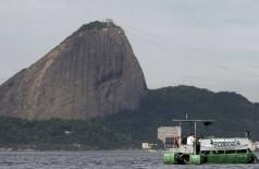 Baía de Guanabara apresenta níveis alarmantes de poluição, segundo análise (Reuters)