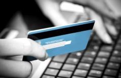 Taxa de juros do cartão de crédito bate recorde de 395,3% ao ano (Thinkstock/Getty Images)