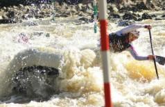 Fernanda Carolina Cardias conquistou a medalha de bronze no Mundial sub-19 de Rafting, em 2014 (Arquivo pessoal/Facebook)