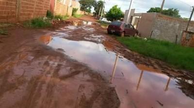Douradenses contestam anúncio de asfaltos concluídos pela prefeitura em bairros