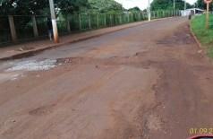 Buracos tomam conta de ruas no Jardim Água Boa