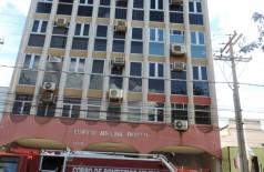 Bombeiros foram acionados para averiguar suspeita de incêndio no mais antigo prédio comercial de Dourados (94 FM)
