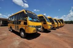 Ônibus de transporte escolar do município são conduzidos por motoristas terceirizados que têm salários atrasad... (Divulgação)