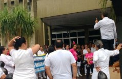 Manifestação realizada na última sexta-feira (9) no Hospital Evangélico. ((Foto: Divulgação/94FM))