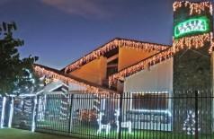 Casa decorada com luzes e enfeites de Natal é destaque em bairro de Dourados