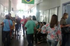 Servidores da saúde de Dourados fazem protesto contra prefeito Murilo Zauith por não receber parte do 13° salá... ((Foto: Divulgação/94FM))